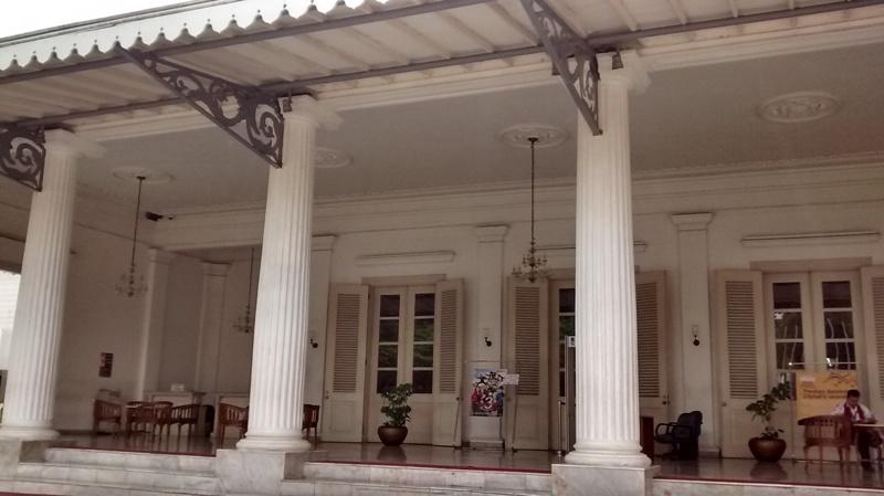 Pintu Depan Balaikota Jakarta