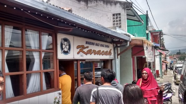 Rumah Makan Karacak Khas Sunda