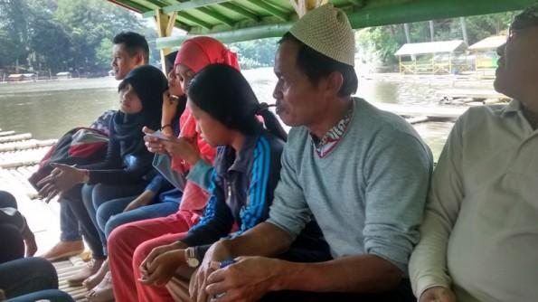 Suasana di Rakit Candi Cangkuang