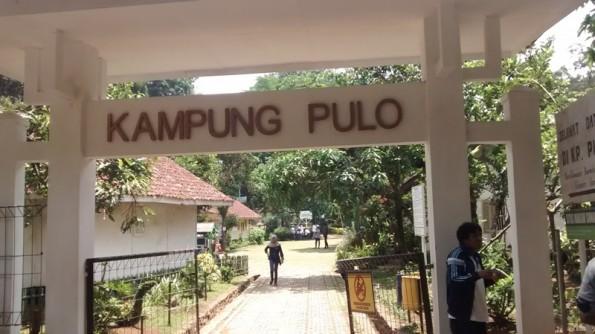 Gerbang Kampung Pulo